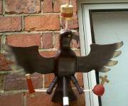 Unser neuer Königsvogel mit Krone, Zepter und Reichsapfel