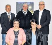 Das neue Präsidium mit dem verabschiedeten 1. Vorsitzenden Joachim Poll (stehend links)